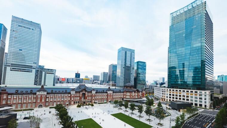東京駅丸の内駅前の風景