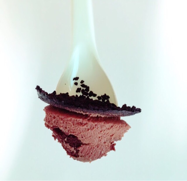 ファミマのスイーツ「デビルズチョコケーキ」の断面