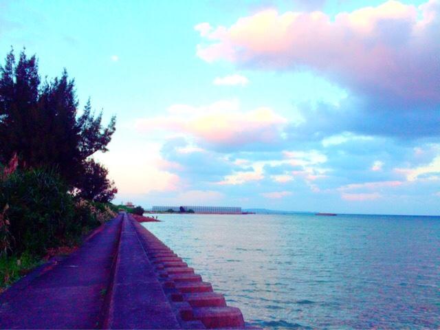 散歩中に見える夕暮れの景色