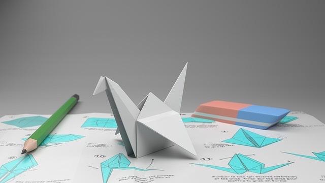 斜光で撮られた写真(折り鶴)