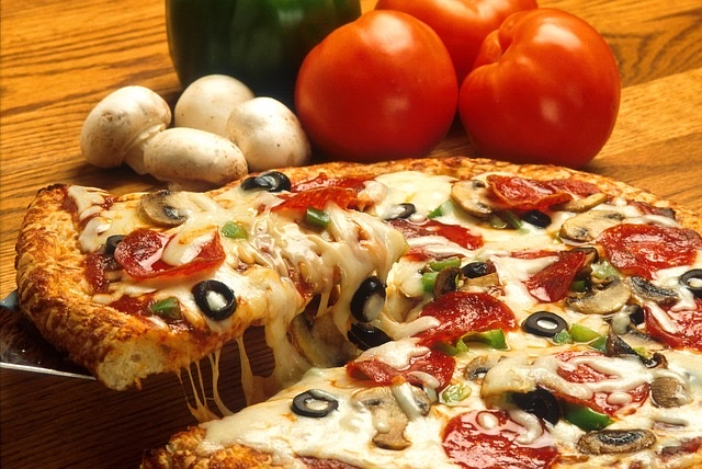 太る高カロリーな食べ物ランキング/第2位:ピザ